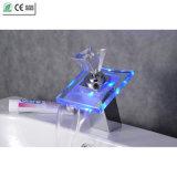Faucet раковины тазика водопада Faucet ручки СИД диаманта стеклянный (QH0819F)