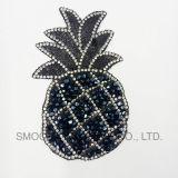 Form-Förderung-Ananas-Form-Stickereirhinestone-Eisen-Änderung- am Objektprogrammzubehör-Abzeichen