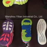 Entièrement automatique des chaussures de soufflage air PVC Machine de moulage par injection pour une tête de trois couleurs