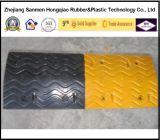 75mm Hoge Op zwaar werk berekende het UK Standaard Gele en Zwarte RubberVerkeersdrempels