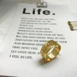 熱い市場CZの銅の黄銅を持つ女性のための石造りのレタリングの金張りのめっきされたリング