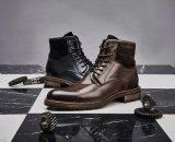 Los hombres de moda clásico vestido de cuero negro de alta botas botas Top