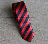 Gravata listrada da impressão vermelha e preta