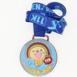 魅力的なエナメルはダイカストの記念品の銀製の連続したメダルを