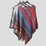 Weicher Knit-Kaschmir der Frauen wie Verpackungs-Regenbogen-Troddel-Rand-Strickjacke-Poncho-Schal (SP604)