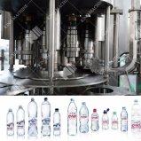 Agua mineral lavado llenando la limitación de 3-en-1