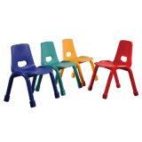 Producción en masa de sillas plásticas con el marco del metal para los muebles de /Kindergarten de los niños