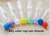 Plastik, der breites Mund-Maurer-Glas mit Kappe trinkt