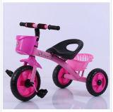 아기 페달을%s 가진 소형 작은 아이 세발자전거