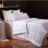 柔らかいホームホテルの寝具の内部のガチョウのアヒルの羽の羽毛布団
