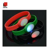 Silicona de colores más populares de plástico ABS Pulsera Brazalete con la luz