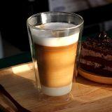 Tazza di caffè doppia di Starbuck con il vetro doppio del coperchio
