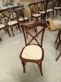 Wood solido Mahogany Stacking Cross Back Chair con Rattan Seat