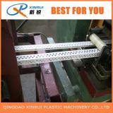 L'angolo di plastica della costruzione del PVC borda la riga dell'espulsione