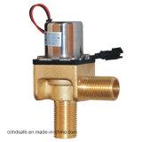Rubinetto elettrico termostatico dell'acqua di rubinetto fissato al muro del bacino con il sensore