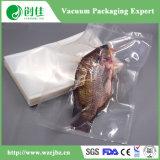 Vissen die VacuümZak inpakken