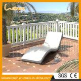 Mobília ao ar livre de encontro de dobramento do Daybed moderno do Lounger da praia do lazer do hotel da cadeira da sala de estar de Sun do Rattan da base do jardim novo do estilo