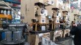 ロボットおよび金属のダイスを押す自動押すライン