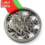 専門にされた冬のスキースポーツの金属メダルを押す顧客デザイン