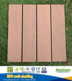 Напольная деревянная пластичная составная палуба устанавливает плиткой Собственной личности WPC