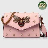 有名なブランドの女性革製バッグは中国の工場Emg5164からの蝶によって飾られた女性のショルダー・バッグが付いているハンドバッグを散りばめた