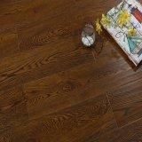 Lamellenförmig angeordneter Fußboden Oka AC4 HDF
