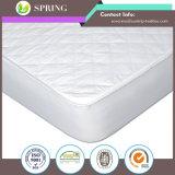A almofada cabida acolchoada do colchão cobre o protetor impermeável com o conforto extra