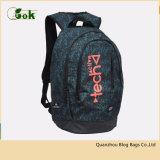 A trouxa na moda de Top Model ostenta sacos de escola para o estudante universitário