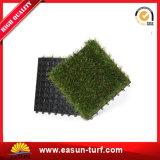 25mmの容易なインストール美化のためのプラスチック人工的な草のタイル