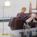 La luz de la lámpara moderna de diseño de moda de la bola de cristal de pie en el piso para Foyer o dormitorio