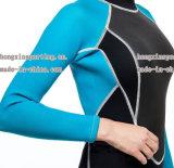 Wetsuit surfando do corpo cheio do neopreno das mulheres com nylon