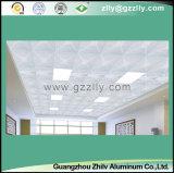 Percer le plafond en métal pour la décoration