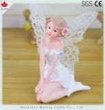 樹脂の物質的な鍋の装飾の休息の白い妖精の置物