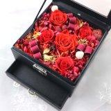 Il cassetto dei monili della collana ha conservato il contenitore di regalo reale eterno del fiore della Rosa
