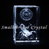 El laser cristalino del cubo 3D grabó al agua fuerte a escorpión