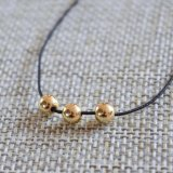 De zwarte Halsband van de Nauwsluitende halsketting van de Parels van de Ballen van de Bundel van de Draad Gouden Geplateerde Kleine