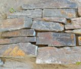 De roestige Bruine Gestapelde Steen van de Muur van de Kleur Natuurlijke Willekeurige BuitenBekleding
