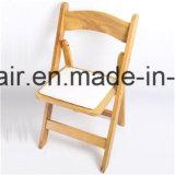 Chaise pliante en bois coloré de mariage pour la location