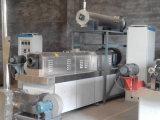 Las virutas de maíz que hacían la máquina soplaron las virutas de maíz de la máquina del arroz que hacían la máquina