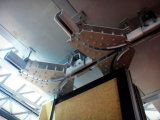 高い隔壁または移動可能な壁または操作可能な壁のトラックそしてローラー