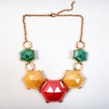 Nuevo elemento granos de la flor de resina Collar de Oro Zinc