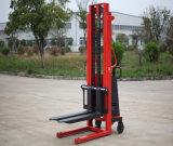 1,5 tonne d'atteindre Empileur électrique avec la hauteur de levage 1,6 m à 5.5m