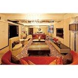 高級ホテルの客室のラウンジの組の家具の寝室セット