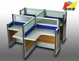 さまざまな様式の独立したスペースが付いている現代家具のオフィス表