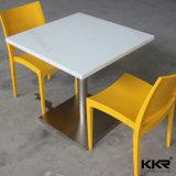 Moderner künstlicher Marmorspeisender Steinstuhl und Tisch