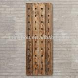 Crémaillère en bois fixée au mur de vin de cru classique élégant