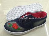Hotsaleの子供のキャンバスの注入は蹄鉄を打つ偶然の履物の靴(ZL1219-7)に