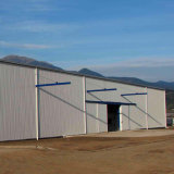 Magazzino chiaro della struttura d'acciaio per gli uffici provvisori dei dormitori del workshop