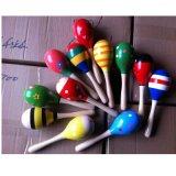 O martelo de madeira da areia do chocalho dos instrumentos musicais da percussão da esfera do bebê caçoa o brinquedo