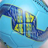 Vario balón de fútbol del ejercicio de la universidad de primero y segundo año de la talla